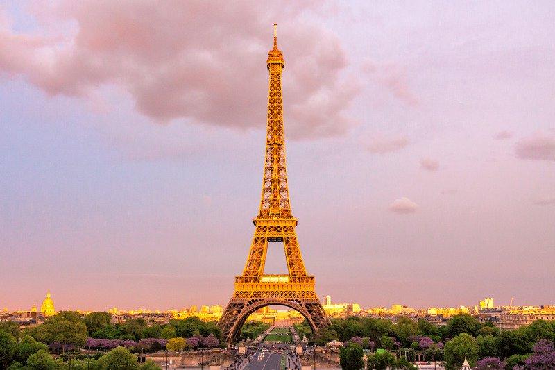 Zingend in de auto vanuit Parijs